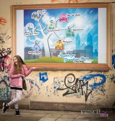 Charlotte Kliem und ihr Bild an der Zukunfts-Galerie